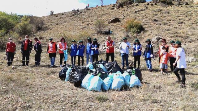 Gümüşhanede 18 Eylül Dünya temizlik Günü nedeniyle çöp toplama etkinliği düzenledi