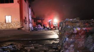 Denizli'de geri dönüşüm fabrikasında yangın