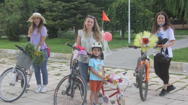 Erzincanda Süslü Kadınlar Bisiklet Turu düzenlendi