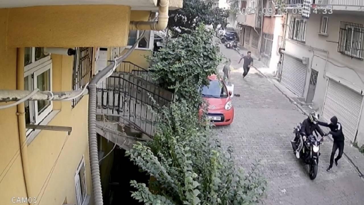 İstanbul'da kuryeye bıçaklı gasp kamerada