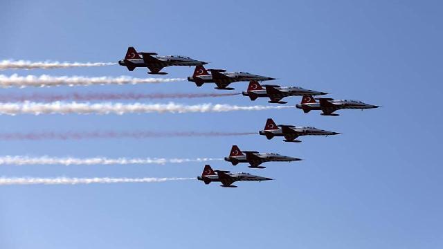 TEKNOFEST öncesi İstanbulda Azerbaycan ile selamlama uçuşu