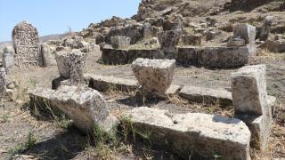 Ters üçgen süslemeli mezar taşlarının Hasankeyf'e özgü olduğu düşünülüyor