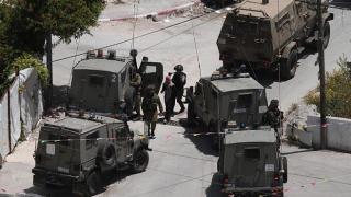 İsrail askerleri Batı Şeria'da 2 Filistinliyi gözaltına aldı