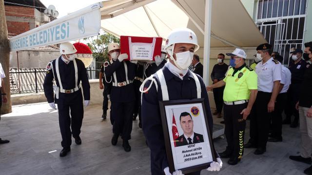 Covid-19 nedeniyle vefat eden jandarma başçavuşun cenazesi Manisada toprağa verildi