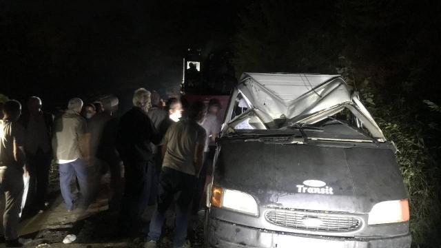 Samsunda işçileri taşıyan minibüs devrildi: 13 yaralı