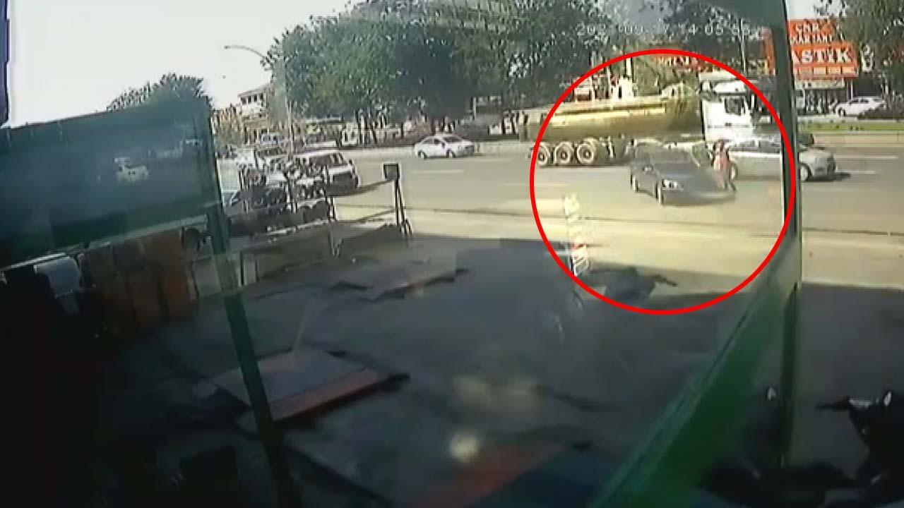 Park halindeki araç hareket ederek akan trafiğe daldı