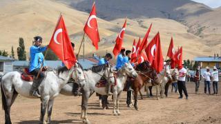 """Kırgız Türklerinden Van'da """"kültür şenliği"""""""