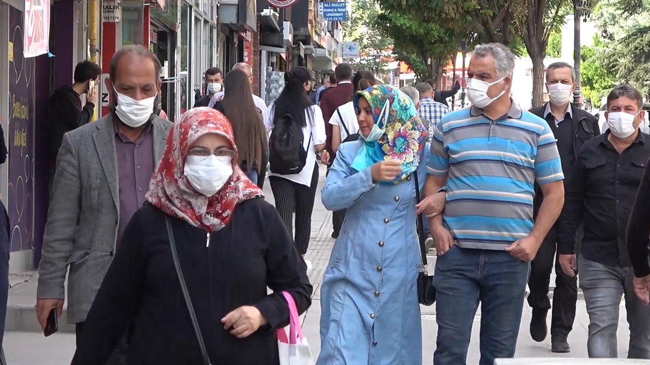 Karantinayı deldiler, ailelerine 8 bin 100 lira ceza kesildi
