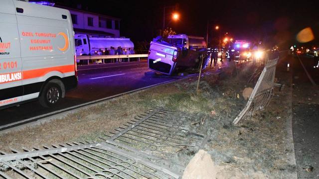 Manisada otomobil devrildi: 5 yaralı