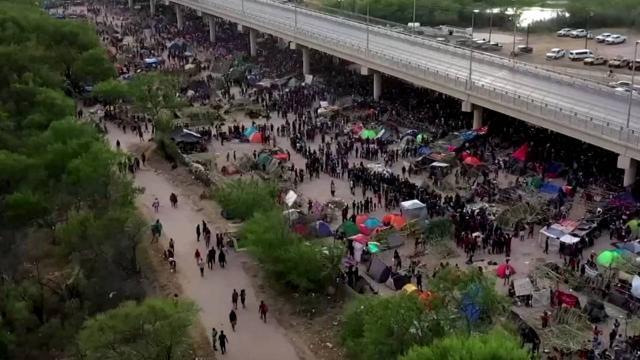 Meksikada düzensiz göçmen sayısı 14 bini geçti