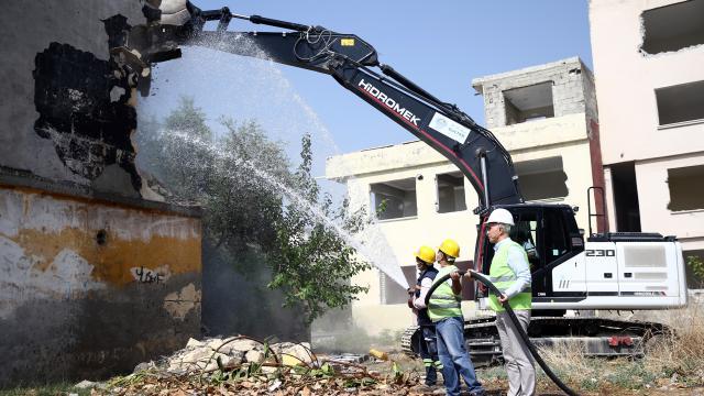 Mersin Akdenizde 415 dairelik toplu konut projesinde çalışmalar başladı