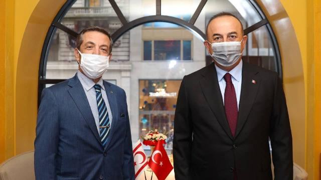 Bakan Çavuşoğlu KKTCli mevkidaşı ile görüştü