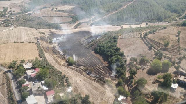 Osmaniyede tarladan ormanlık alana sıçrayan yangın kontrol altına alındı