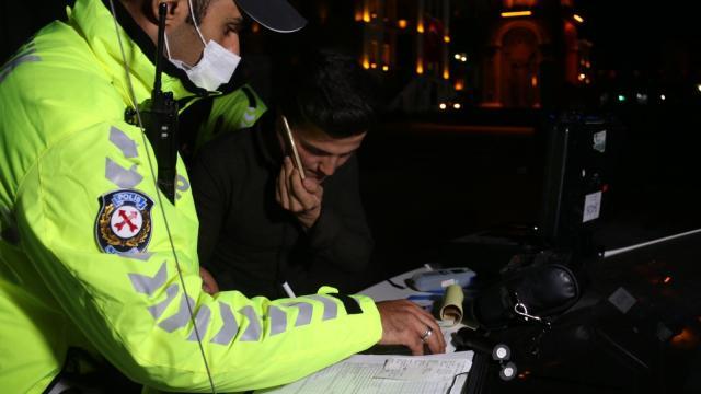 Alkollü araç kullanan genç polise yakalandı