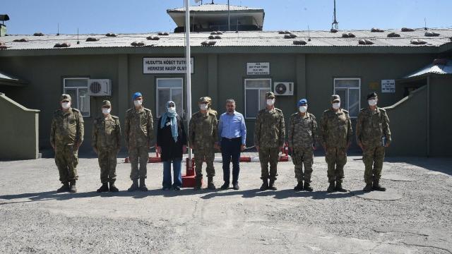 Şehit Teğmen Dağlının ailesinden Doğubayazıtta oğullarının adını taşıyan karakola ziyaret