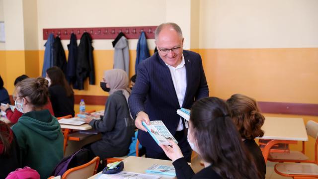 Sivas Belediye Başkanı Bilgin öğrencinin baklava talebini yerine getirdi