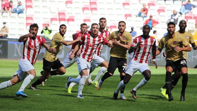 Sivasspor galibiyeti son dakikada kaçırdı