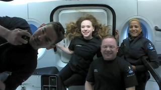 SpaceX'in ilk uzay turistleri dünyaya geri dönmeye hazırlanıyor.