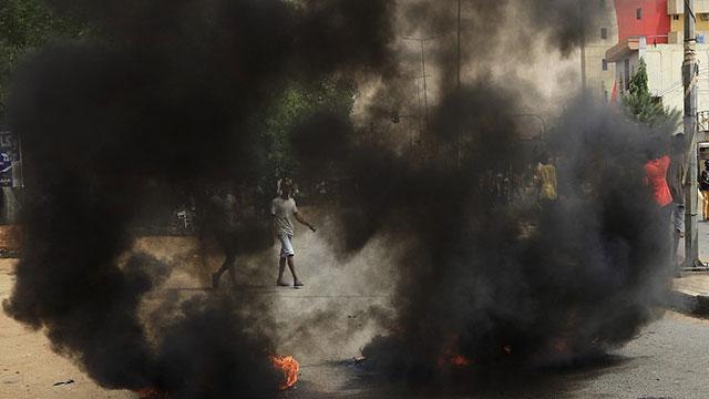 Sudan karıştı: Ana yollar ve limanlar ulaşıma kapatıldı