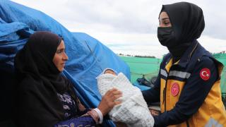 Suriyeli minik Yusuf'a ambulansta hayat dokunuşu