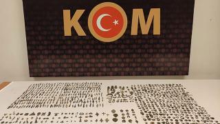 Konya'da bir araçtan tarihi eser niteliğinde 832 obje çıktı