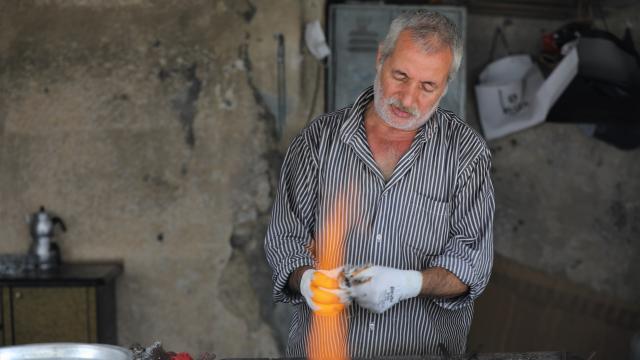 İstanbul'un bakır kap kacaklarının ömrüne ömür katıyor