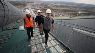 Bakan Karaismailoğlu, 1915 Çanakkale Köprüsü'nü yürüyerek geçti