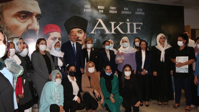 """İçişleri Bakanı Soylu, """"Akif"""" filminin Şırnaktaki galasına katıldı"""