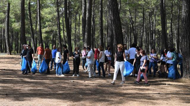 Antalyada ormanlık alanda atıklar toplandı