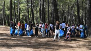 Antalya'da ormanlık alanda atıklar toplandı