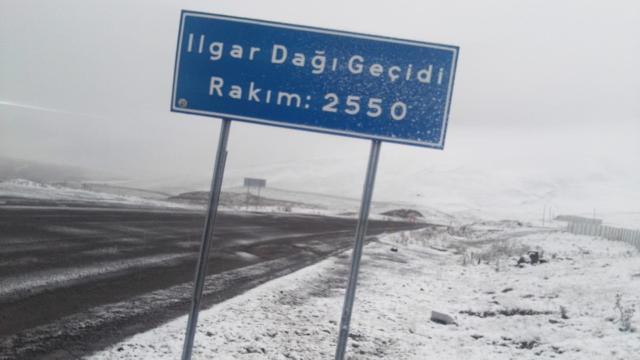 Erzincan ve Ardahana mevsimin ilk karı düştü