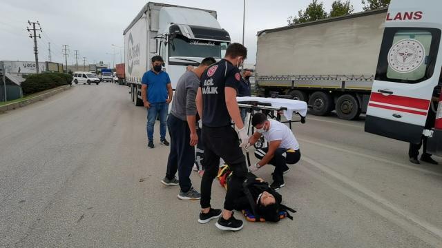 Kamyonet ile motosiklet çarpıştı; 2 yaralı