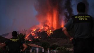 Cumbre Vieja yanardağı lav püskürmeye devam ediyor