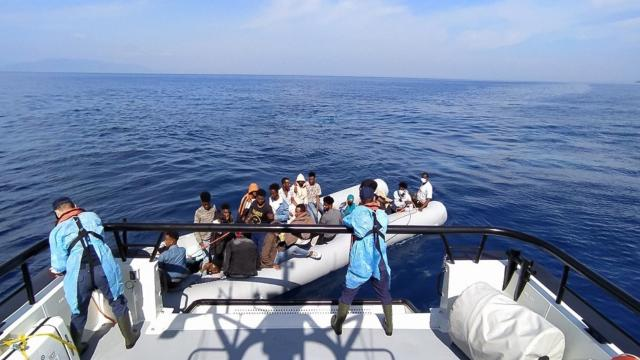 Yunanistanın ölüme terk ettiği 58 sığınmacı kurtarıldı