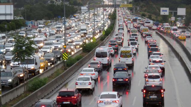 İstanbulda sağanak sonrası trafik yoğunluğu