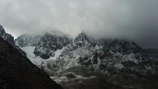 Kaçkar Dağları'nın zirvesine kar yağdı