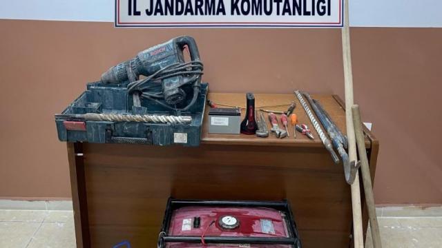 Jandarma ekipleri kaçak kazı yapanlara göz açtırmıyor