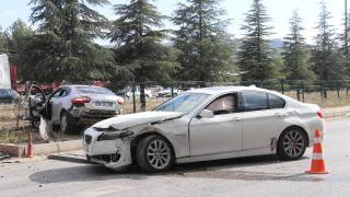 Burdur'da iki otomobil çarpıştı: 4 yaralı