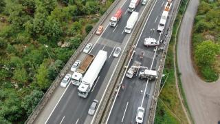 TEM'de 9 araç birbirine girdi; yol trafiğe kapandı