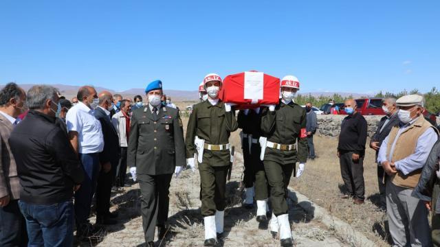 Karsta Kıbrıs gazisi son yolculuğuna uğurlandı