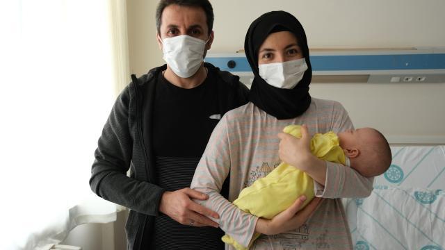 Sivasta 620 gram doğan bebek 4 aylık tedaviyle hayata tutundu