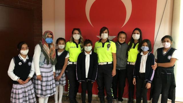 Polis ekipleri öğrencilere trafik eğitimi verdi