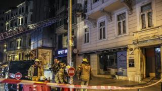 Beyoğlu'ndaki iş merkezinde çıkan yangın hasara neden oldu