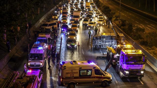 Esenlerde zincirleme trafik kazası: 5 yaralı