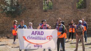 AFAD gönüllüleri Muş'un tarihi ve kültürel yerlerini gezdi