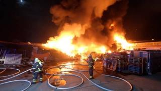 Almanya'da biri Türk vatandaşına ait 3 iş yeri yandı
