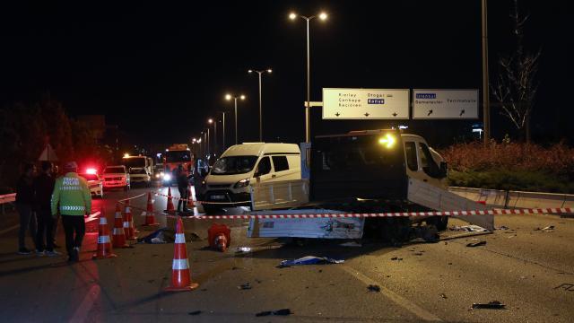 Otomobil belediye işçilerine çarptı: 1 ölü, 3 yaralı