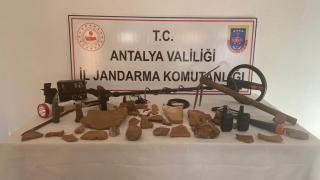Antalya'da kaçak kazı yapan 3 kişi suçüstü yakalandı