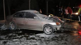 Otomobil beton bariyerlere çarpıp yandı: 1 ölü, 3 yaralı