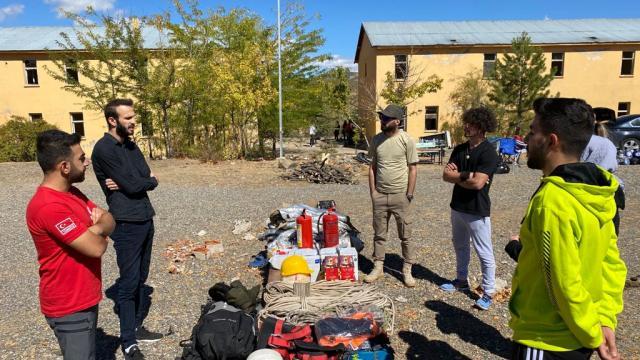 Bingölde gönüllü gençlere arama kurtarma ve dağcılık eğitimi verildi